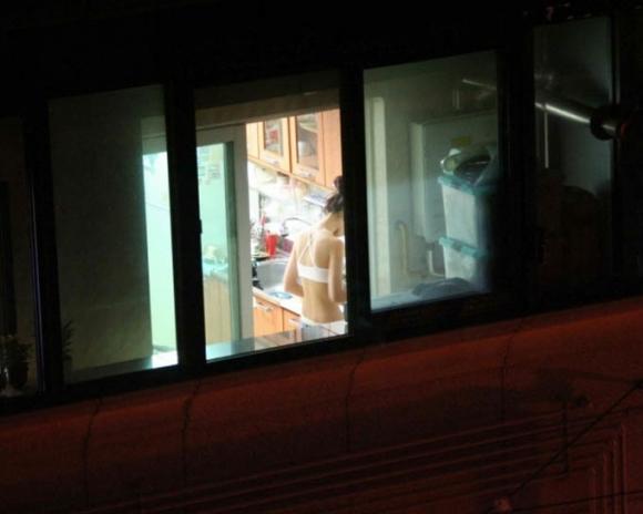【民家盗撮】普通の家の窓から盗み撮りした女の子の裸がコレwwwwwww【画像30枚】25_20180921223122c1b.jpg