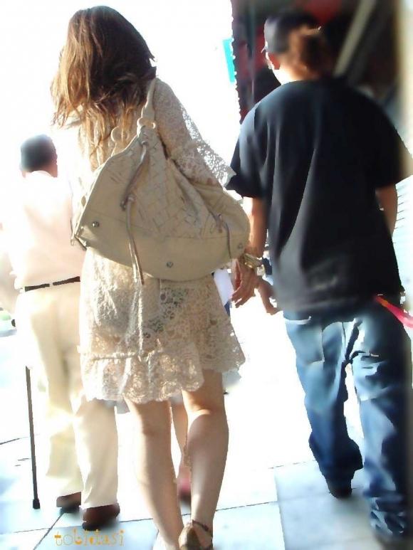 【残暑】暑いからパンティ透けちゃうレベルの薄着になる女子wwwwwww【画像30枚】25_201810020212466e3.jpg