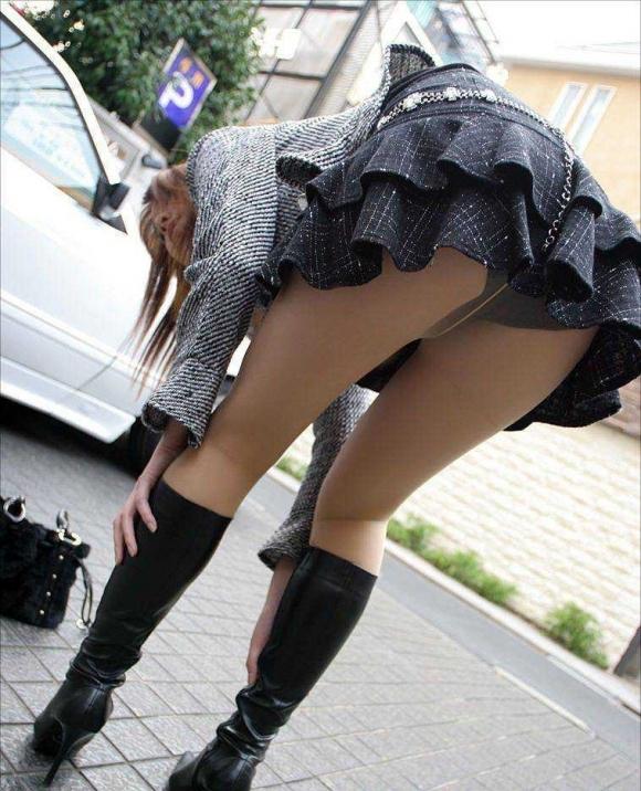 パンチラをすぐしちゃうスカートはマジで注意!wwwwwww【画像30枚】25_20181217002838919.jpg