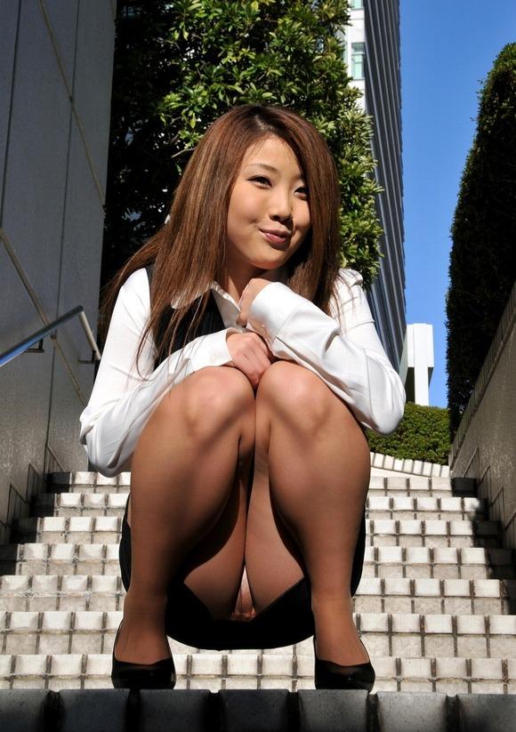 ストッキング履いてる女の子のしゃがみ込みパンチラの破壊力wwwwwww【画像30枚】25_20181226014018a7f.jpg