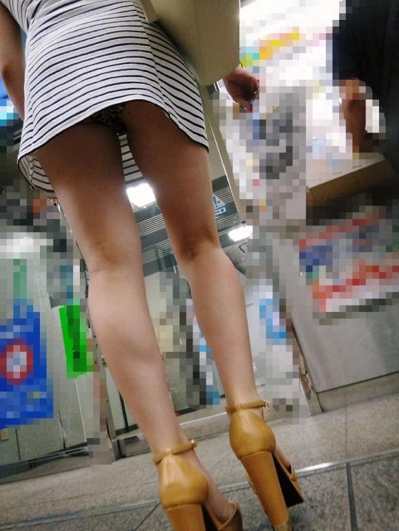 素人のパンツを下から見るローアングルパンチラが最高wwwwwww【画像30枚】25_20190213022534032.jpg