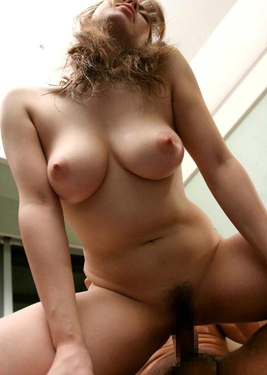 巨乳の女の子とセックスするなら騎乗位で腰を思い切り振らせるのが最高wwwwwww【画像30枚】25_20190406021639e8f.jpg