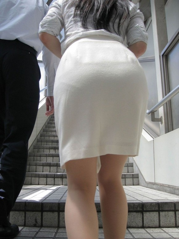 パンティが透けてる状態で外を歩いちゃダメだってwwwwwww【画像30枚】25_20190418020043e57.jpg