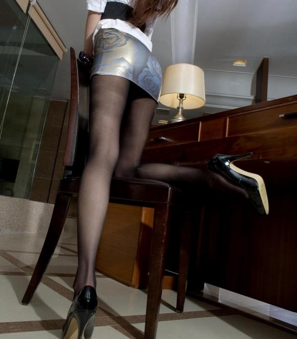 【美脚】あぁ・・・こういうエロい脚を見ると脚フェチの気持ちが理解できるwwwwwww【画像30枚】25_20190614012759ab0.jpg