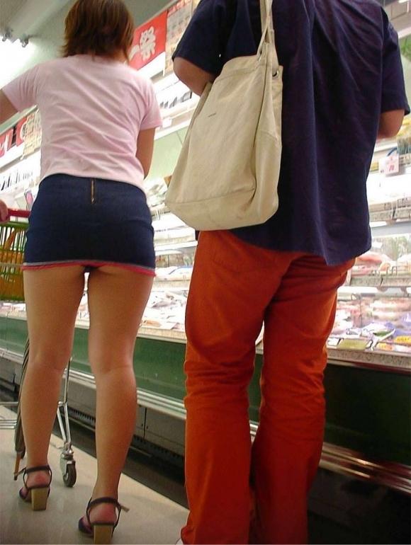 短すぎるスカートをなんで履くのか不思議すぎるwwwwwww【画像30枚】25_20190724012235a3c.jpg