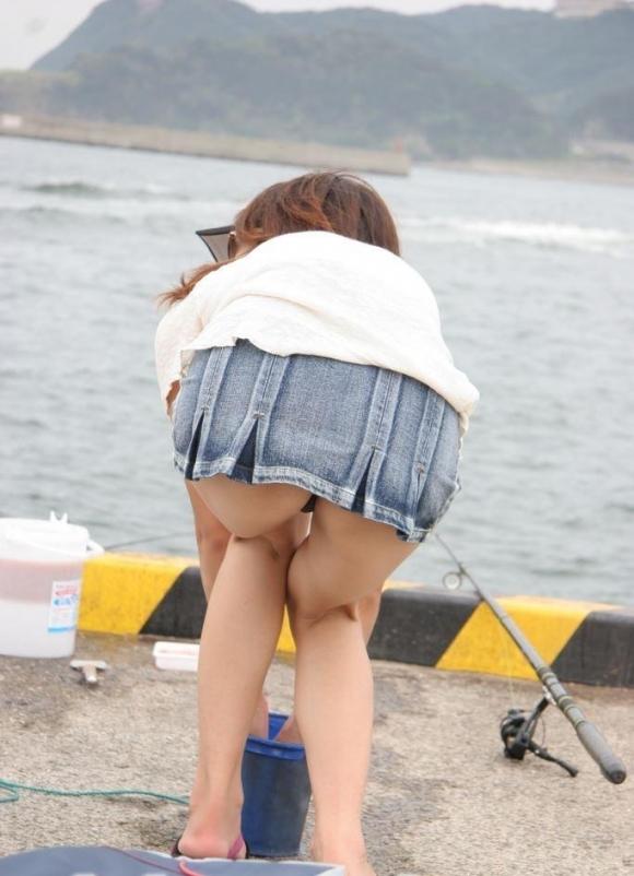 素人女子がパンチラさせてる瞬間って結構あるから見逃さないようにしろよwwwwwww【画像30枚】25_2019081100374200a.jpg