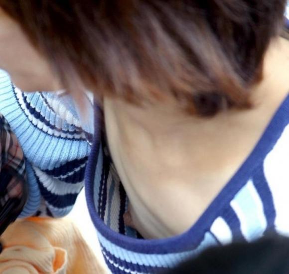 【おっぱい】ブラジャーを着けてないノーブラ女子の生乳首がめっちゃエロいwwwwwww【画像30枚】25_201908210124065a2.jpg