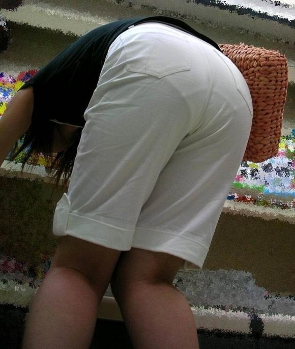 【残暑】暑いからパンティ透けちゃうレベルの薄着になる女子wwwwwww【画像30枚】26_201810020212471df.jpg