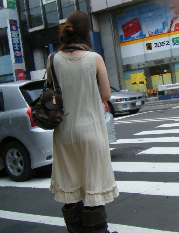 パンツ透けてる状態で外出歩く女の子の神経wwwwwww【画像30枚】26_20181018160155b0d.jpg