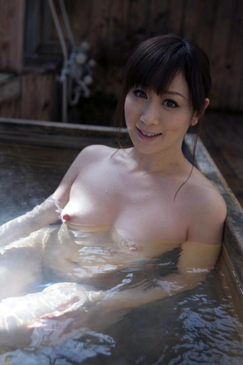 【おっぱい】温泉に浸かってるおっぱいに和の心を感じるwwwwwww【画像30枚】26_20181204201350744.jpg