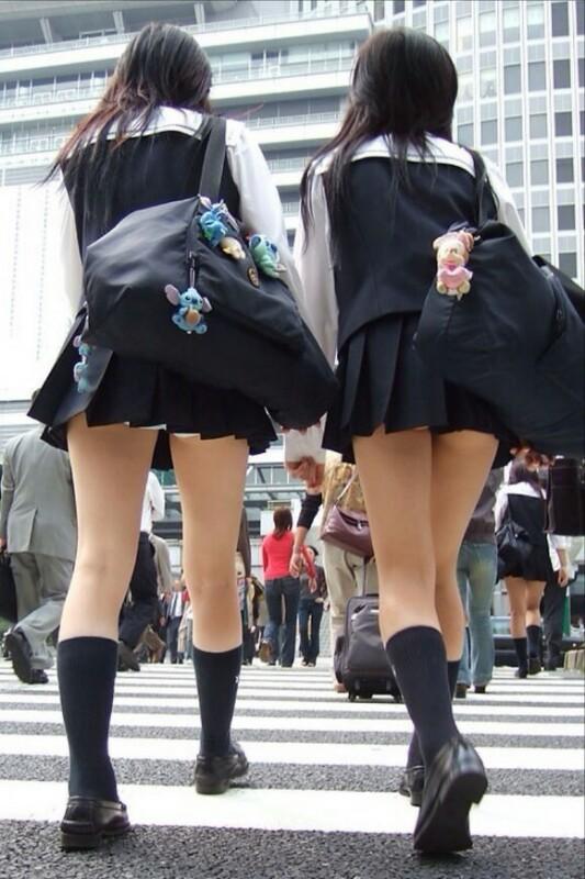 【女子校生】若くてスベスベなJKの太ももを見ないヤツって世の中にいるの?wwwwwww【画像30枚】26_2019031017002489e.jpg