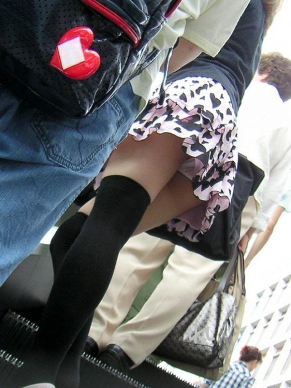 スカート短い女の子見ると下からパンツ見たくなってたまらなくなるwwwwwww【画像30枚】26_2019032500272941f.jpg