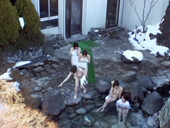 【盗撮画像】露天風呂に入ってる素人を狙った悪質な画像wwwwwww【画像30枚】26_20190425024417934.jpg