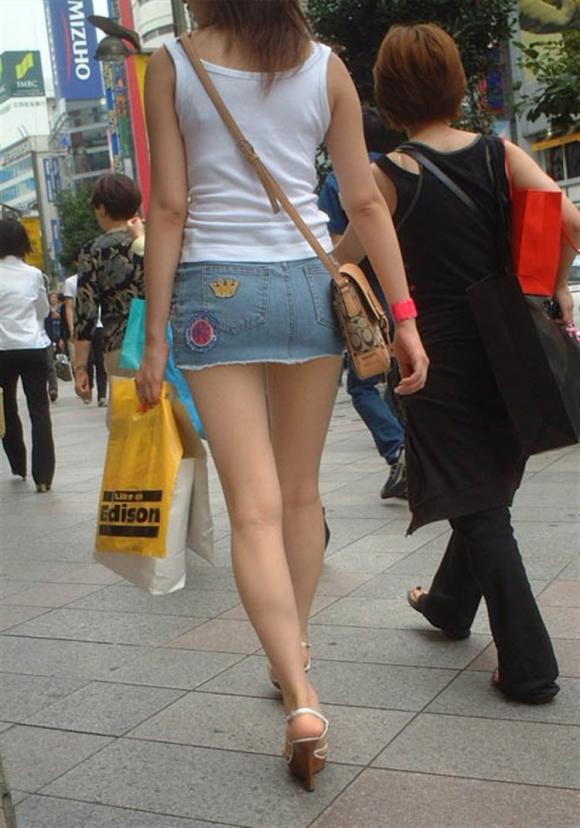 短いスカートを履いてパンチラさせにきてる女の子wwwwwww【画像30枚】26_201905020145199bb.jpg