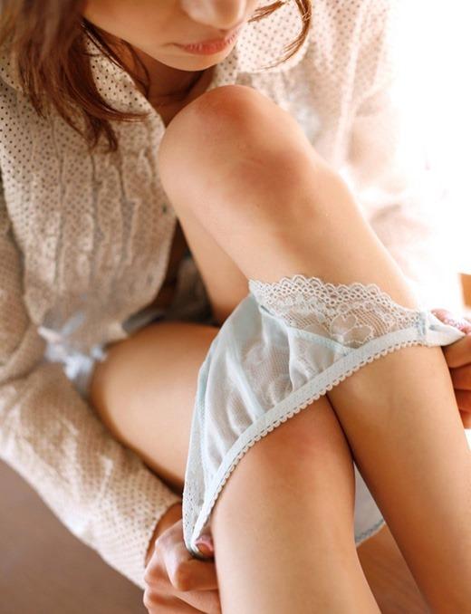 女の子がパンティを脱いで見えるエロい尻を鷲掴みしたいwwwwwww【画像30枚】26_201907070129266b2.jpg