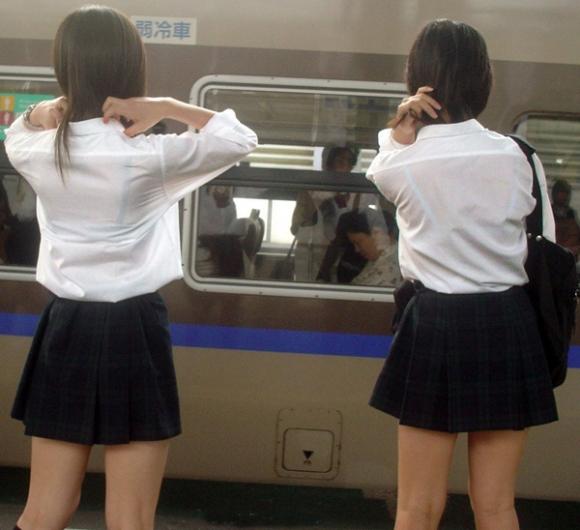 【女子校生】最近くっそ暑いからブラジャー透けてるJKが多くて幸せな気分になるwwwwwww【画像30枚】26_20190809012757c5f.jpg