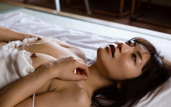 【おっぱい】ずっと舐めていたくなるエロすぎる乳首持ちのおっぱいが大好きwwwwwww【画像30枚】26_2019111423455466c.jpg