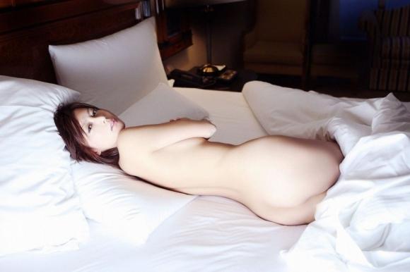 美女とベッドで添い寝したいwwwwwww【画像30枚】26_20200220213004eca.jpg