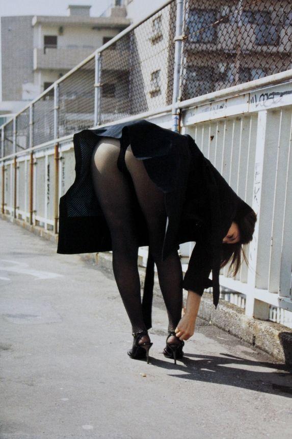 冬になると増殖する黒ストッキングのパンチラがくっそエロいwwwwwww【画像30枚】27_20181121162337d83.jpg