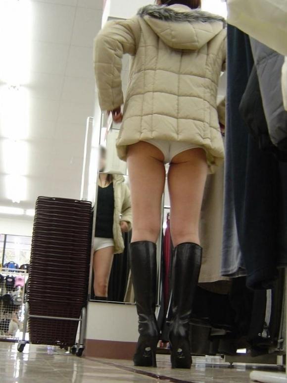 短パン履いてる女の子は色々見えちゃってるからエロすぎるwwwwwww【画像30枚】27_20181221013734b3a.jpg