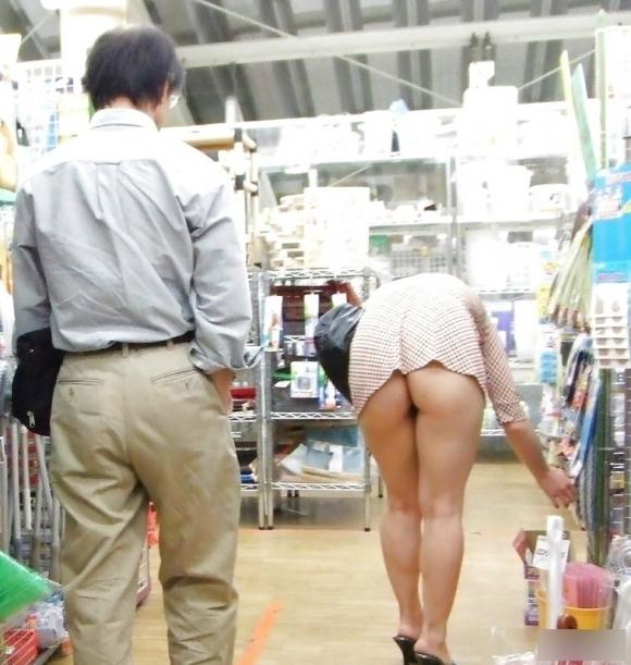 尻肉ハミ出る服で外出しちゃう最近の女の子の感覚ってどうなってるの?wwwwwww【画像30枚】27_20190102110511e38.jpg