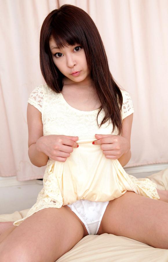 可愛い女の子が自分からパンツ見せてくれたら嬉しくてたまらないwwwwwww【画像30枚】27_20190330023729776.jpg
