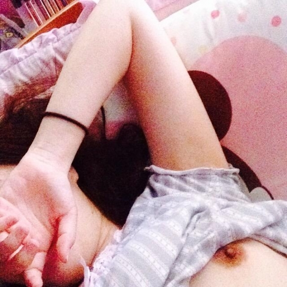 【自撮りエロ画像】エロさ爆発!ビッチな女の子のどエロい自画撮り画像がくっそエロい!wwwwwww【画像30枚】27_2019052801283962c.jpg
