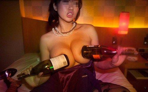 ラブホ女子会での記念写真がエロさMAXでサイコーwwwwwww【画像30枚】27_20190616220146792.jpg