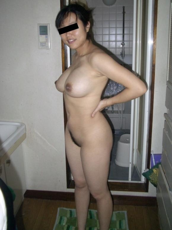 こういうだらしなさが魅力的な素人の裸でオナニーしたいwwwwwww【画像30枚】27_20190706014229abb.jpg