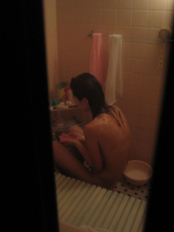 【盗撮画像】普通の女の子がお風呂に入ってるところを狙った盗撮って背徳感あるけどエロいんだよなwwwwwww【画像30枚】27_20190722002420860.jpg
