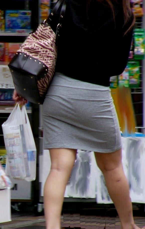 【プリケツ】スカートがピチピチすぎてヒップラインが丸わかりになってるwwwwwww【画像30枚】27_2019083102324298f.jpg