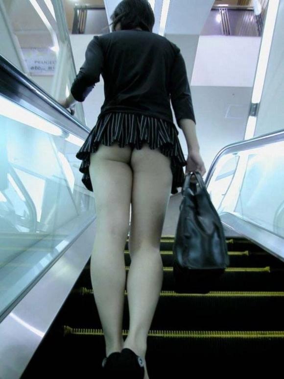 女の子の後ろにポジションとると絶対におしりをガン見してしまうwwwwwww【画像30枚】27_20191005223835794.jpg