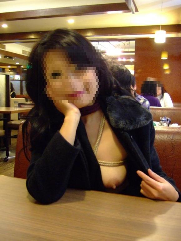 【露出狂】レストランで脱いじゃうとか頭の中どうなってるんだろうwwwwwww【画像30枚】27_201910192247366d2.jpg