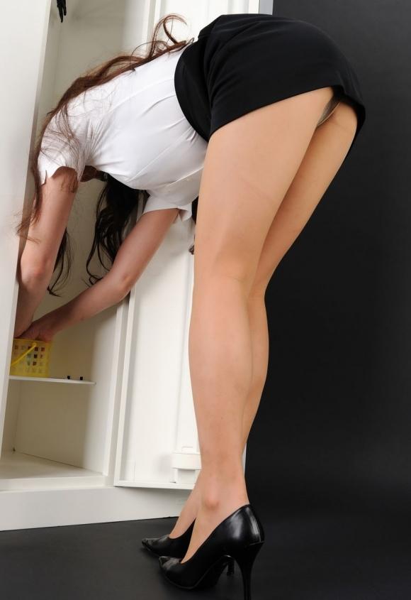 【OL】働くお姉さんの貴重なロッカールームの盗み撮り画像貼ってくwwwwwww【画像30枚】27_20200219230053725.jpg