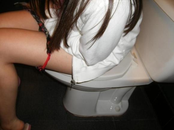 トイレで撮られた女の子の恥ずかしい写真wwwwwww【画像30枚】28_20181124230318c5a.jpg