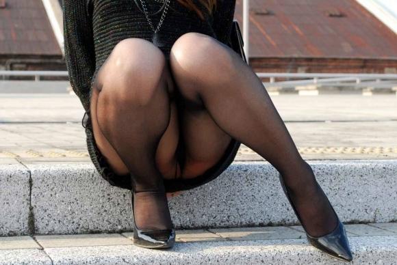ストッキング履いてる女の子のしゃがみ込みパンチラの破壊力wwwwwww【画像30枚】28_20181226014023a2e.jpg