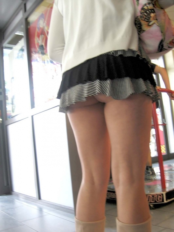 尻肉ハミ出る服で外出しちゃう最近の女の子の感覚ってどうなってるの?wwwwwww【画像30枚】28_20190102110513bcb.jpg