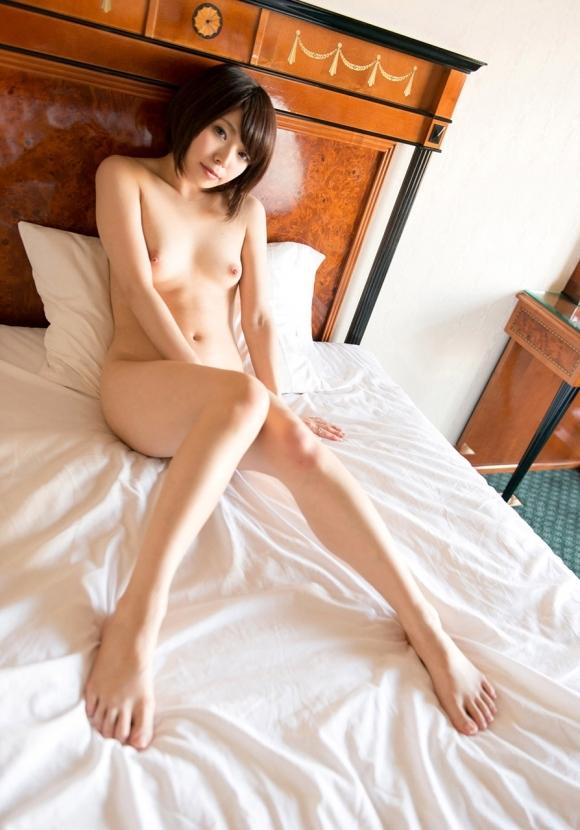 カワイイ女の子がベッドに寝てたら一緒に寝たくなるよなwwwwwww【画像30枚】28_201902242330519ca.jpg