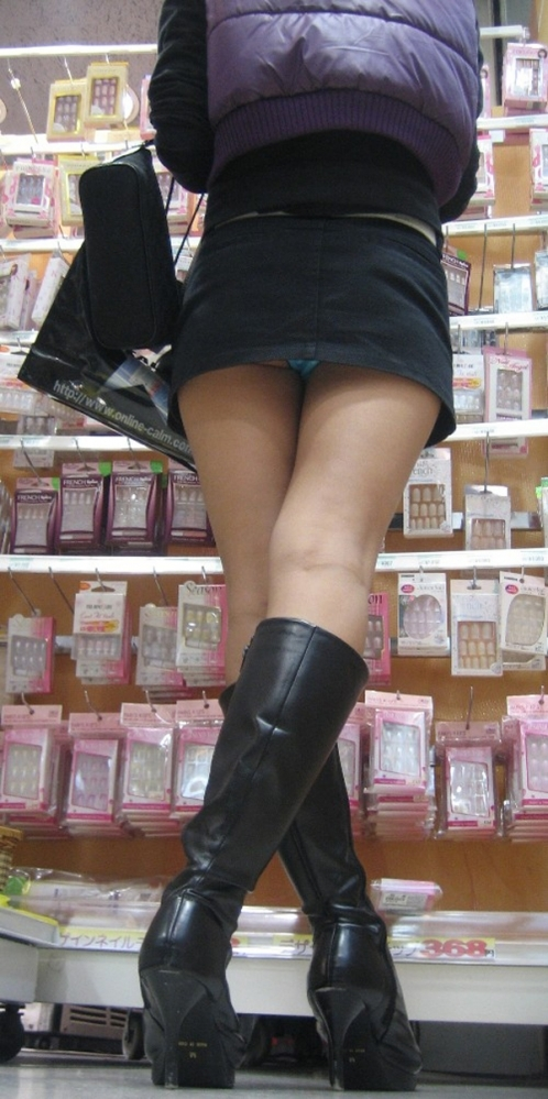 スカート短い女の子見ると下からパンツ見たくなってたまらなくなるwwwwwww【画像30枚】28_20190325002732dbe.jpg