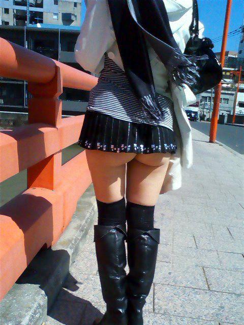 短いスカートを履いてパンチラさせにきてる女の子wwwwwww【画像30枚】28_20190502014522130.jpg