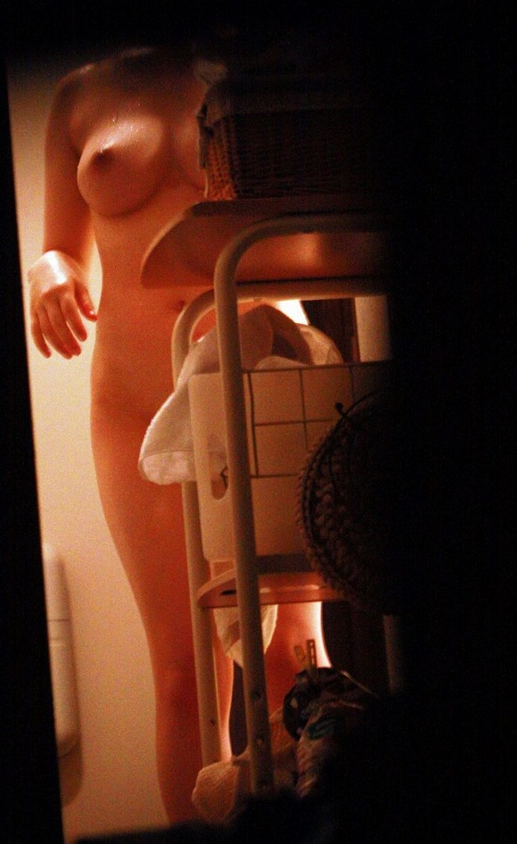 【流出画像】素人女子がお風呂に入る前に脱いでるタイミングってくっそエロいんだなぁぁぁwwwwwww【画像30枚】28_20191003002934cb0.jpg