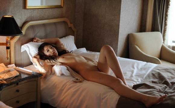 「早くベッドに来てエッチしよ♪♪♪」こんな可愛い女の子に誘われたら断れんわwwwwwww【画像30枚】28_20191028222927bf0.jpg
