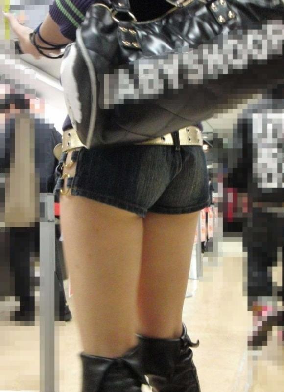 太もものエロさが引き立つ服No.1→→→ホットパンツに決定!wwwwwww【画像30枚】29_20180930232046be5.jpg