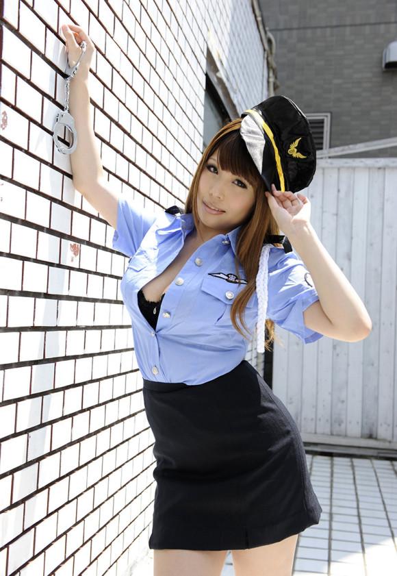 『逮捕しちゃうぞ!』→→→こんなエッチな婦警さんなら捕まっても良いwwwwwww【画像30枚】29_20181005033030149.jpg
