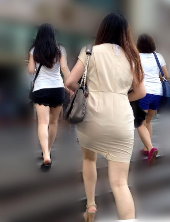 スカートが透けて見えてるパンティってソソるよなぁwwwwwww【画像30枚】29_201901120046598df.jpg