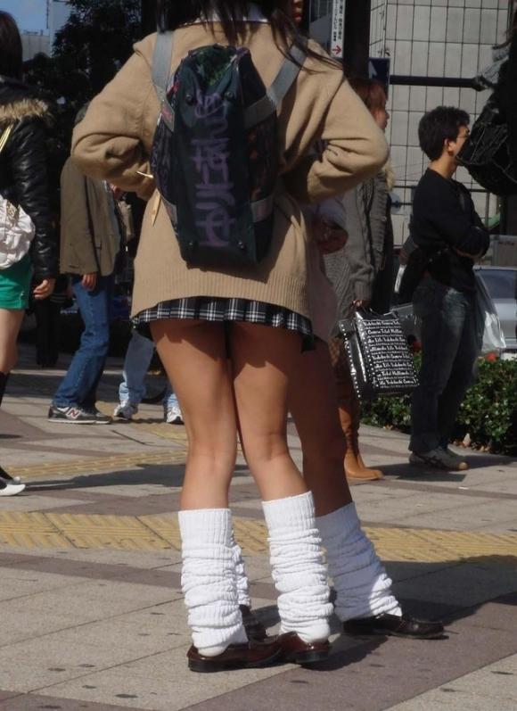 【女子校生】若くてスベスベなJKの太ももを見ないヤツって世の中にいるの?wwwwwww【画像30枚】29_20190310170028882.jpg