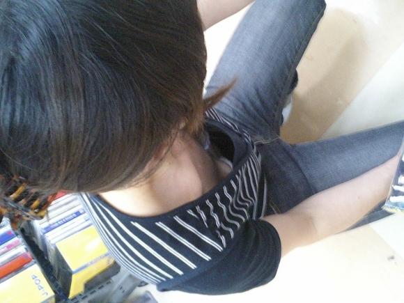 【浮きブラ盗み撮り】おっぱいが小さい女の子は大抵乳首が見えちゃってる件wwwwwww【画像30枚】29_20190419012705190.jpg