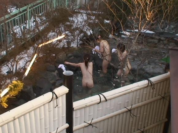 【盗撮画像】露天風呂に入ってる素人を狙った悪質な画像wwwwwww【画像30枚】29_201904250244224d2.jpg