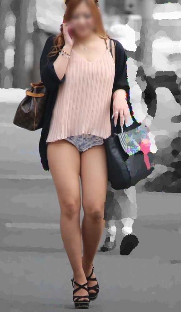 エロい下半身を晒して街を歩いてる女の子多すぎwwwwwww【画像30枚】29_20190625142633199.jpg
