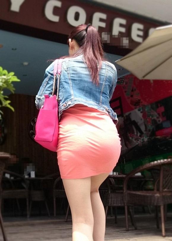 【プリケツ】スカートがピチピチすぎてヒップラインが丸わかりになってるwwwwwww【画像30枚】29_20190831023245149.jpg